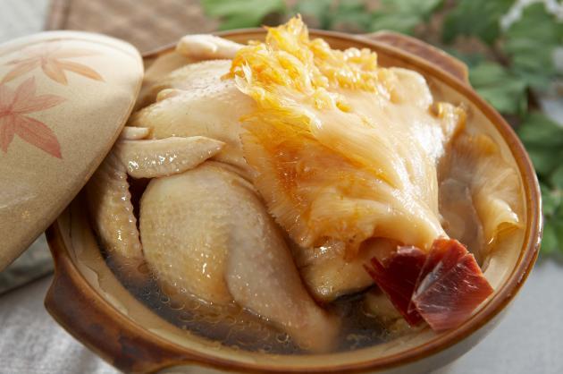 砂鍋土雞燉魚翅/2800元(附鍋)   原價3500元 1